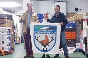 La Federaci�n Extreme�a de Caza dona unas 1.400 raciones de alimentos a un comedor social