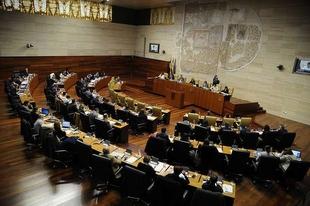 La Asamblea de Extremadura insta a la Junta a ampliar en periodos no lectivos la cobertura de los comedores escolares