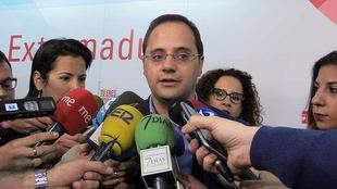 C�sar Luena cree que Rajoy protege con el aforamiento a Barber� ''porque tiene miedo de que cuente todo lo que sabe''
