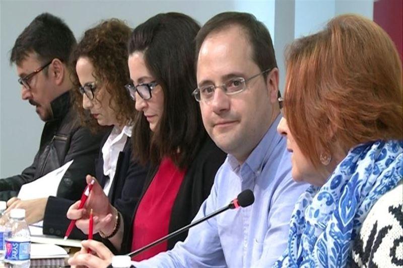 Luena dice que Podemos puede ser actor ''constructivo'' o ''de bloqueo'' y recuerda que ''los vetos'' llevan a que siga Rajoy