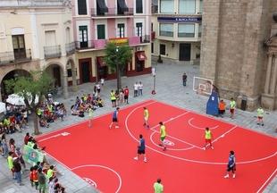 El torneo de baloncesto de la Fundaci�n Jos� Manuel Calder�n que mezcla deporte y compromiso social vuelve a Extremadura