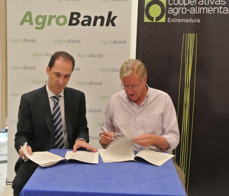 Cooperativas Agroalimentarias y CaixaBank renuevan su acuerdo para ''facilitar'' la financiaci�n al sector en Extremadura