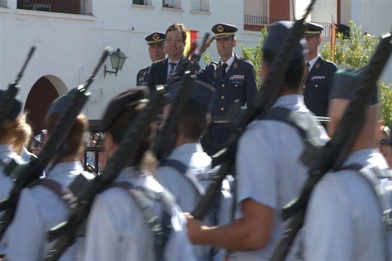 Fern�ndez Vara participa en el acto de relevo de mando del Coronel Jefe del �rea 23 y de la Base A�rea de Talavera