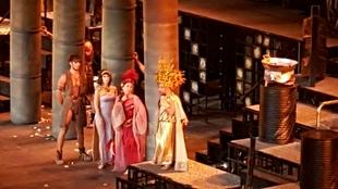 La comedia triunfa en el Teatro Romano gracias a los l�os amorosos de 'Los hilos de Vulcano'