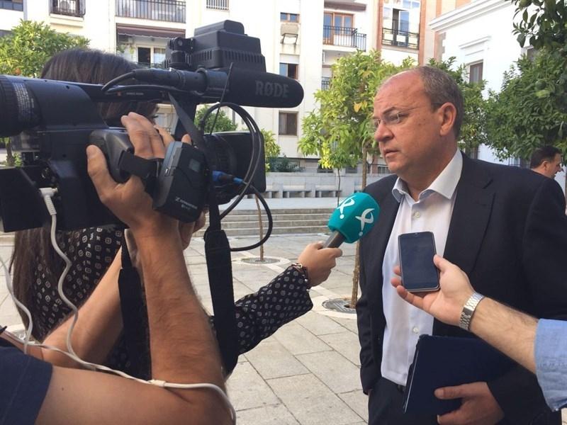 Monago se muestra ''muy preocupado'' por el PSOE y critica a Vara por tener ''la cabeza en Ferraz'' y no en Extremadura