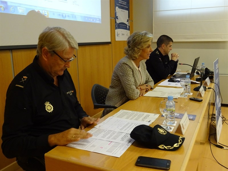 Un programa creado por la Polic�a Nacional pretende aportar una mejor educaci�n digital a las familias en Extremadura