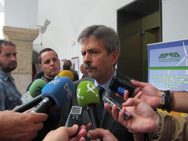 La Junta dice que Extremadura vive de las ''rentas'' en renovables y pide un ''gran pacto de estado'' sobre Energ�a