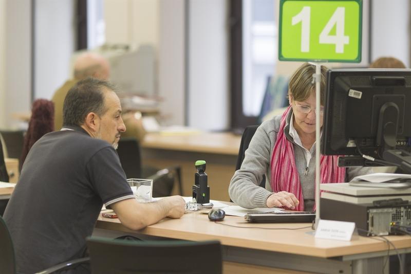 El gasto en prestaciones por desempleo baja un 9,7% en octubre en España y la cobertura cae al 54,1%