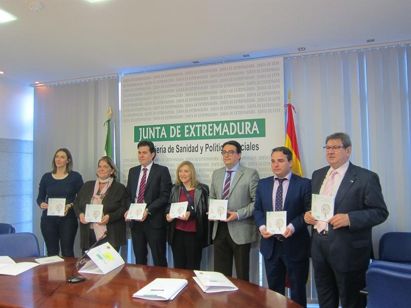 La Asociación Oncológica de Extremadura edita 1.000 guías de apoyo a pacientes con cáncer de la región