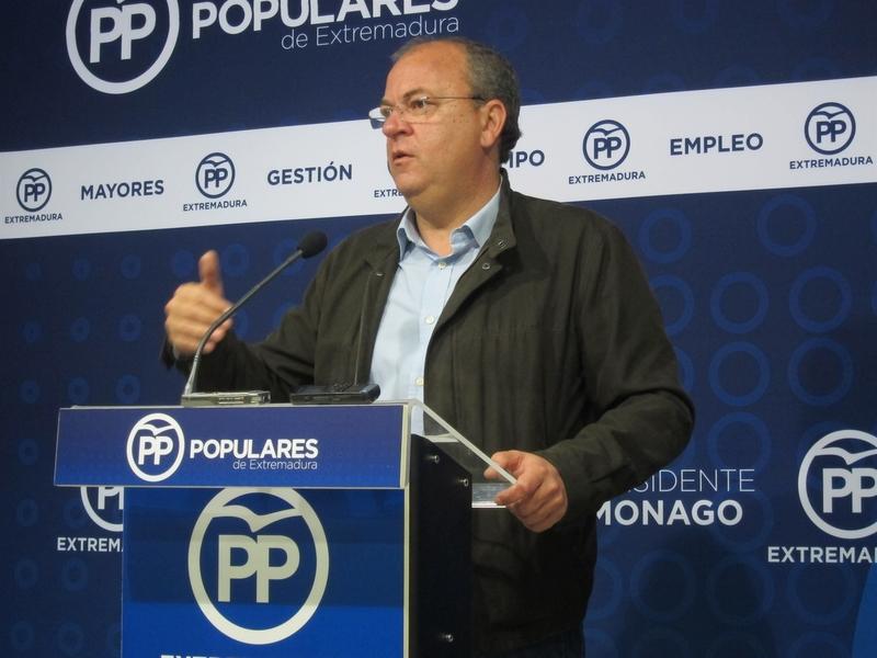 Monago presenta su precandidatura a la reelección como presidente del PP extremadura con 1.018 avales