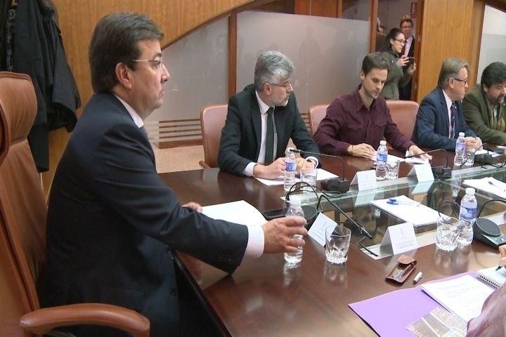 PSOE y PP creen ''positiva'' la reunión de seguimiento del Pacto por el Ferrocarril mientras Podemos la ve ''un paso atrás''