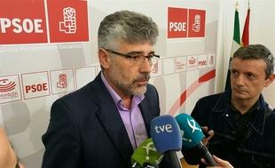 El PSOE en Extremadura defiende la ecotasa y critica que el Gobierno de España proteja a las grandes empresas