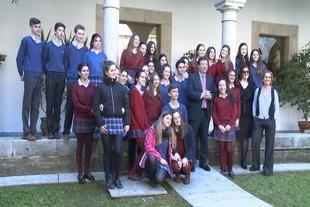Vara anima a los alumnos que participan en el Proyecto Euroscola a tener ''una amplia conciencia social''