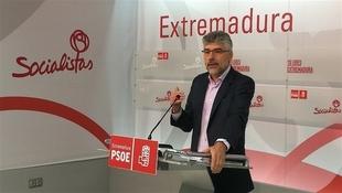 El PSOE extremeño cree ''reaccionaria'' la ''derecha'' de Rajoy porque ''perjudica'' a la región en el AVE y en materia social
