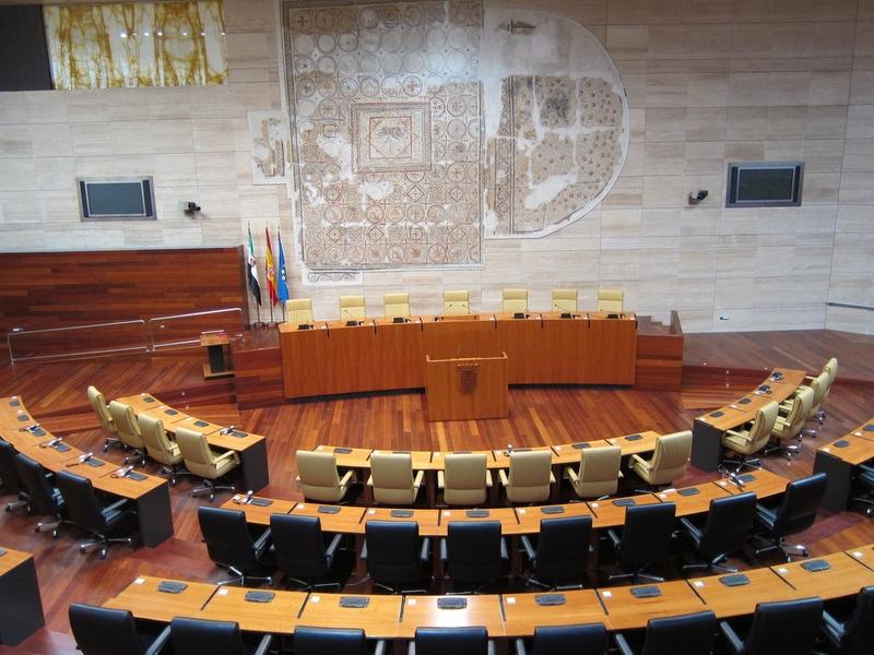 La política de desahucios, el juicio de Feval o la asignatura de Religión, a debate este jueves en la Asamblea