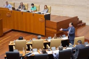 Fernández Vara señala que la Junta dedica ''muchos esfuerzos'' a ''intentar atraer el mayor número de empresas'' a la región