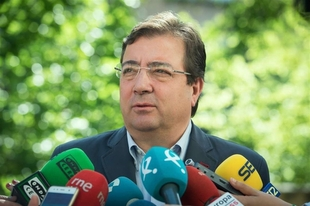 El presidente regional cree que los empleados públicos deben ir recuperando los derechos que perdieron con la crisis