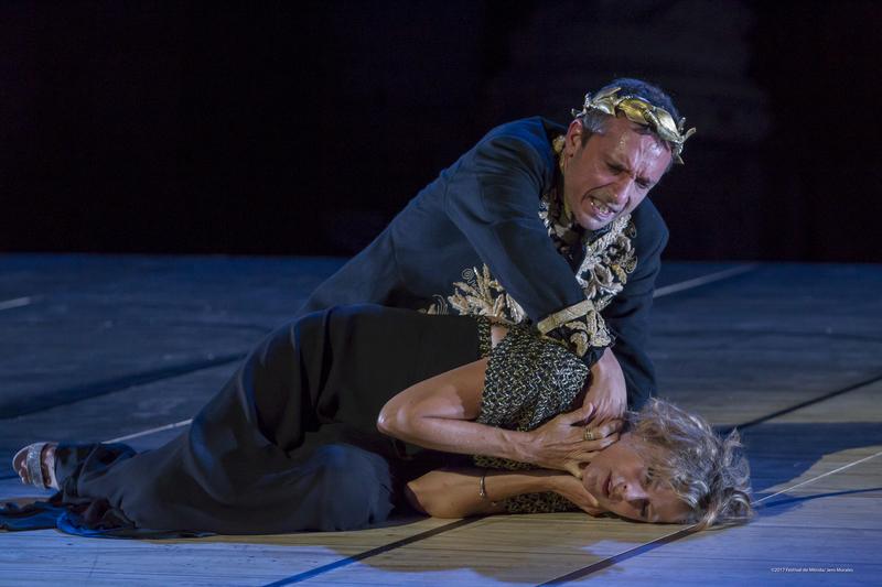 La tiranía de un Calígula obsesionado con lo imposible estremece al  público del Teatro Romano de Mérida