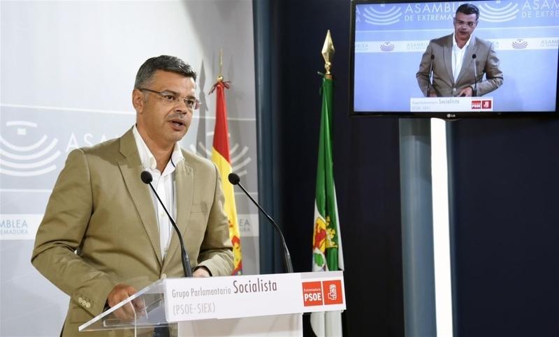 El PSOE destaca que hay 21.200 desempleados menos en Extremadura que cuando gobernaba Monago