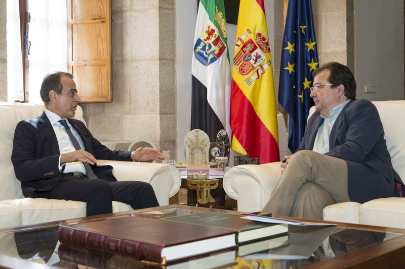 El embajador de Qatar se entrevistó con el presidente de la Junta para estrechar relaciones comerciales y culturales con Extremadura