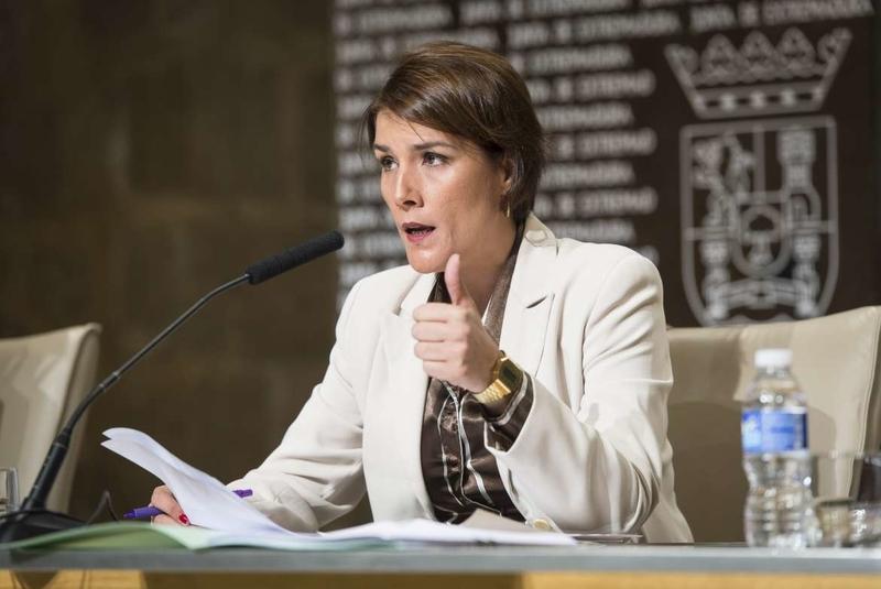 Legislar la maternidad subrogada supondría ''legislar para los ricos'' según la directora del IMEX