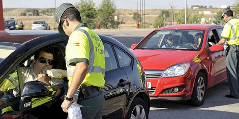 Tráfico hará más de 4.000 controles de alcohol y drogas a conductores en Extremadura durante el puente