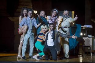'La comedia de las mentiras' consigue que el Teatro Romano retumbe con las constantes carcajadas del público