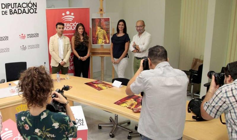 García Cabezas destaca la colaboración entre asociaciones, compañías y administraciones para desarrollar una oferta teatral de calidad en Extremadura