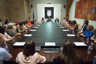 Vara se reúne con el presidente de la Junta Directiva de ANDE y el Comité Científico y Organizador de las XXVII Jornadas de Enfermería