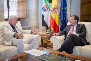 Vara se reúne con el decano del Colegio Oficial de Arquitectos de Extremadura