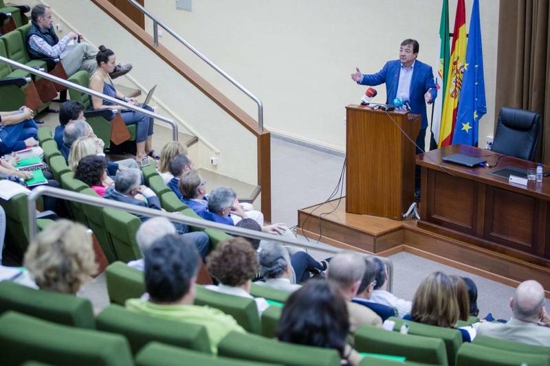 Vara destaca las oportunidades de inversión en Extremadura, que cuenta además con estabilidad política y paz social