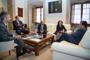 El presidente se entrevista con los miembros del Jurado de Defensa de la Competencia