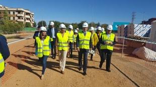 La portavoz de la Junta visita, junto al ministro Rafael Catalá, los terrenos donde se construye la Ciudad de la Justicia de Badajoz