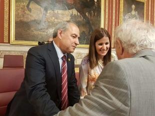 La portavoz de la Junta de Extremadura participa en Sevilla en el IX Encuentro de Casas Regionales