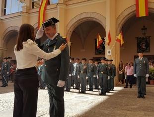 Isabel Gil Rosiña asiste al acto castrense con motivo de la festividad de la Virgen del Pilar