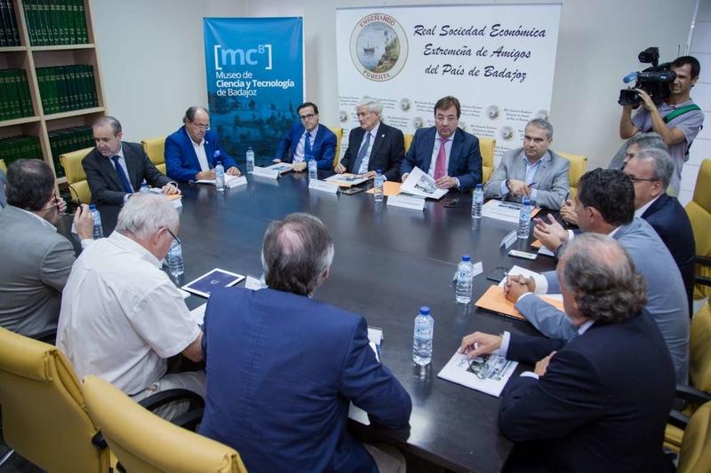 El presidente de la Junta se reúne en Badajoz con los integrantes del órgano para Creación del Museo de Ciencia y Tecnología