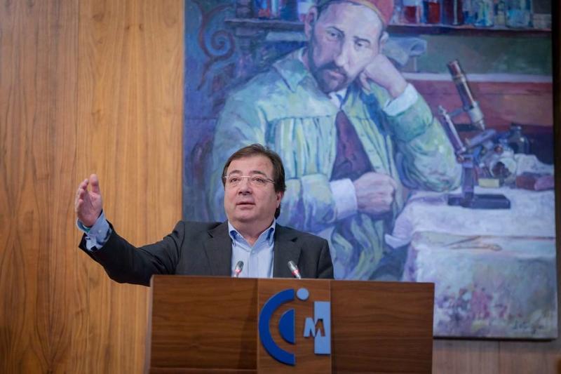 Fernández Vara destaca que la adquisición de competencias y habilidades es clave en un mundo que cambia a gran velocidad