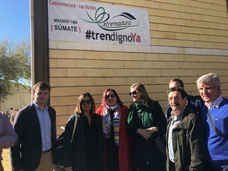 Begoña García asiste a la Feria de Apicultura de Las Hurdes