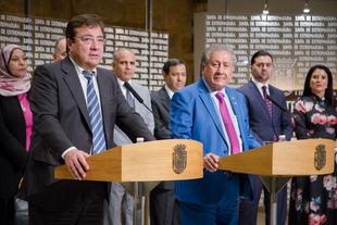 Fernández Vara recibe a una delegación del Consejo de los Embajadores Árabes en el Reino de España