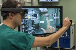 El Centro de Cirugía de Mínima Invasión emplea las gafas de realidad mixta HoloLens para formación y entrenamiento en cirugía urológica