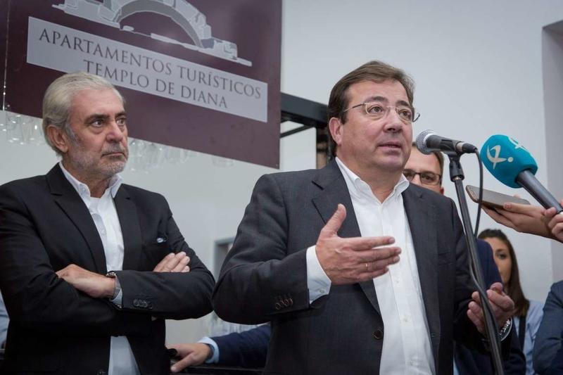 El presidente de la Junta destaca la labor de las pequeñas empresas para que Extremadura dé un gran salto cualitativo