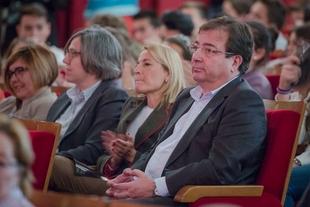 Fernández Vara afirma que el teatro enseña a pensar y nos plantea interrogantes