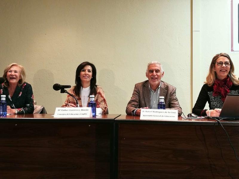 Educación presenta a los directores de los centros su apuesta por la innovación educativa con herramientas pioneras como 'Librarium'