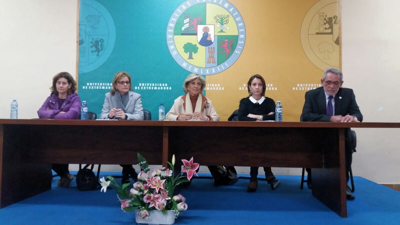 La delegada del Gobierno inaugura las XI Jornadas de la Asociación Extremeña de Víctimas del Terrorismo