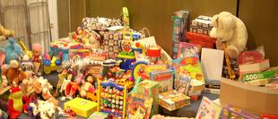 La radio-televisión de la UEx inicia una nueva edición de su recogida de juguetes para familias necesitadas