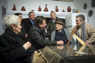 Fernández Vara pone en valor los cuidados de las familias a los mayores en el cumpleaños del hombre más longevo del mundo