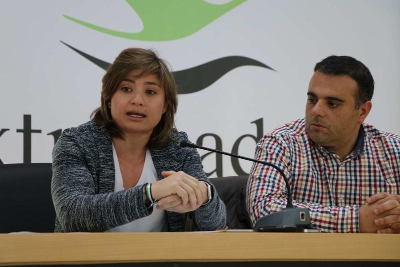 La directora general de Deportes presenta las mejoras de la Piscina Climatizada del Centro de Tecnificación Nacional de Cáceres