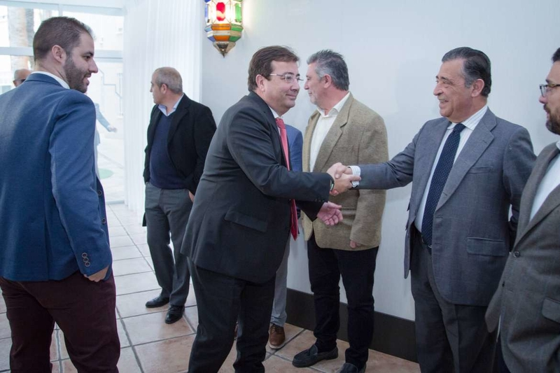 Fernández Vara asiste al encuentro de la Asociación Extremeña de Empresa Familiar