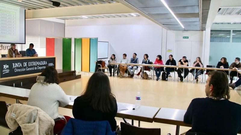 Leire Iglesias presenta las ayudas para las asociaciones y entidades juveniles