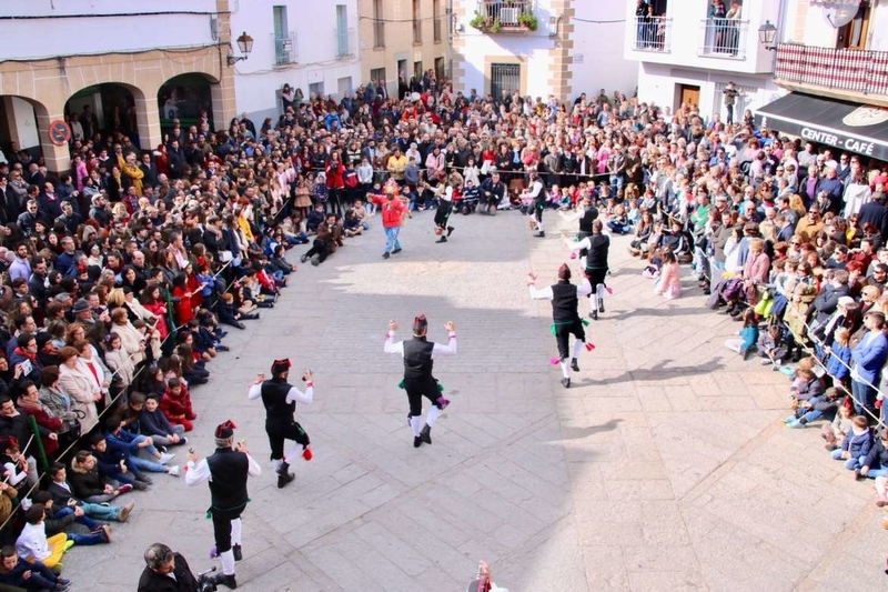 La Consejera de Cultura e Igualdad asiste a ''Los Negritos de San Blas'' en Montehermoso